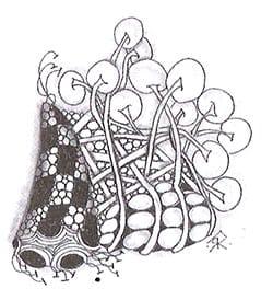 Я взяла полоски из тангла «Пёрк», и получился «Бамбук». Затем преобразовала противоположную сторону тех же полосок из «Бамбука» в «Ножки ваточника». Мне нравятся круги, поэтому я нарисовала узор «Камни» пол полосками «Бамбука». А черные квадраты «Рыцарского моста» трансформировались в «Полумесяц», который в итоге превратился в «Феску».